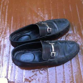Hanson Bootmaker black leather shoes Size 40. Still in good condition.