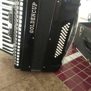Accordion Golden cup 48 bass in showroom condition