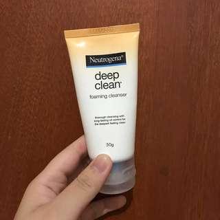 Neutrogena Deep Cleansing Facial Wash