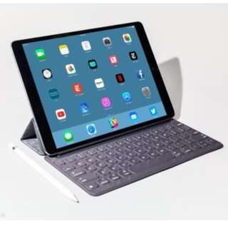 iPad Pro 10.5 inch 64gb with 4LTE model - space grey & Apple keyboard