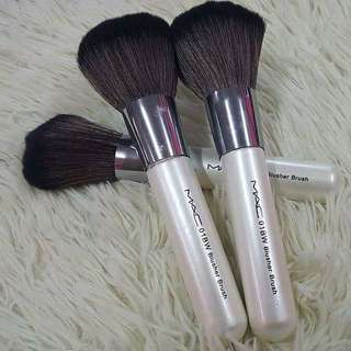 MAC 01BW BLUSHER BRUSH
