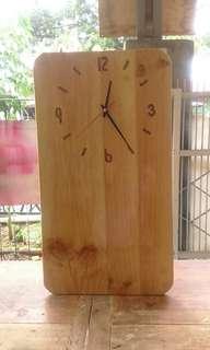 Jam unik dari kayu jati blanda