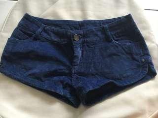 Celana pendek corduroy