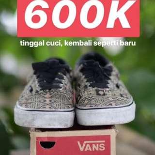 Sneakers Sepatu Vans