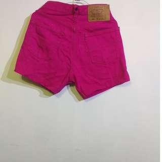 Levis 501款 俏麗青春牛仔褲( 原價一千多快現在只賣150限面交)- 就是想要讓你佔便宜。當媽媽了用不到了( 孩子的爸非常喜歡)。
