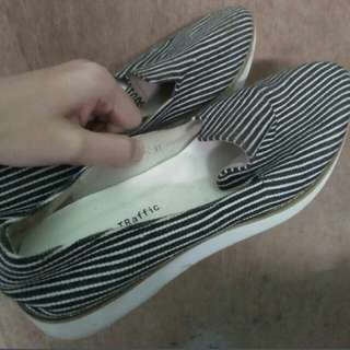 RUSH SELLING AUTHENTIC ORIENTAL TRAFFIC SHOES