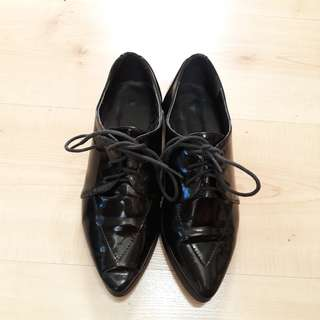 Laced up Oxford Shoes