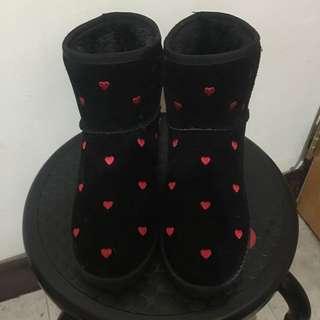 🚚 黑色愛心靴子👢