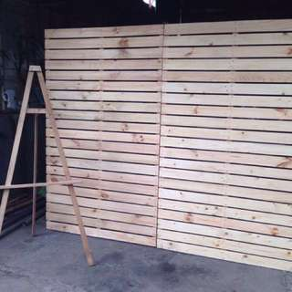 Pallet Backdrop and Easel Stand For Rent
