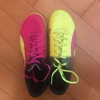 Puma 足球鞋