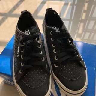 Adidas 洞洞鞋款