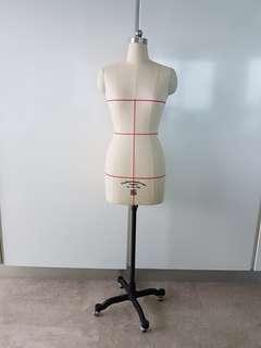 Tailoring Mannequin female 86