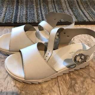 Sugat Kids white Sandals size - 12