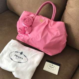 ed01e0bb17d2 100% Authentic pink Prada hand carry bag. Used condition 7 10. Not