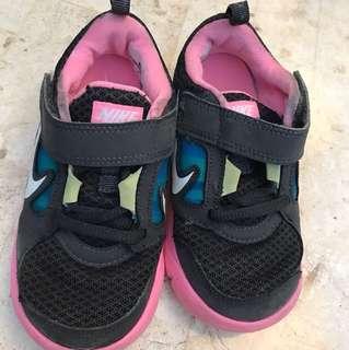 Nike rubber shoe US size 9 C Euro size 26