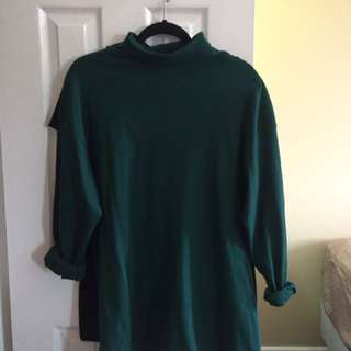 Oversized green turtleneck longsleeve