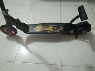 Skuter injak pedal