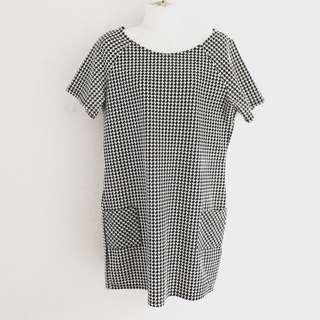 new look mono shift pocket dress