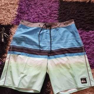 Celana pendek quicksilver100%original