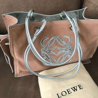 100% Authentic Loewe shoulder carry bag in beautiful pink suede and silver patent handle. Used but in good condition 8.5/10. Not for fussy buyer.