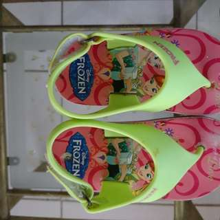 Frozen slippers size 6 (1yr to 2yro)