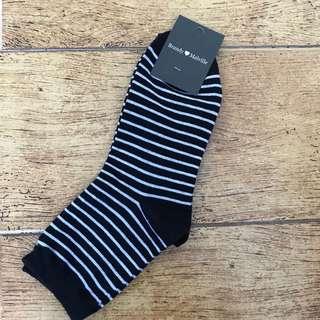 BNIP Brandy Melville Navy Striped Socks