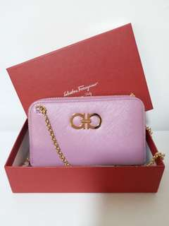 Salvatore ferragamo double gancio zip wallet on chain