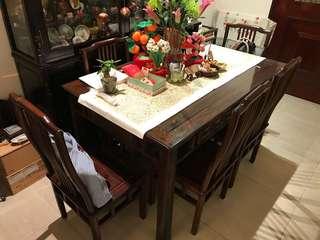 古典式實木餐枱及六張倚