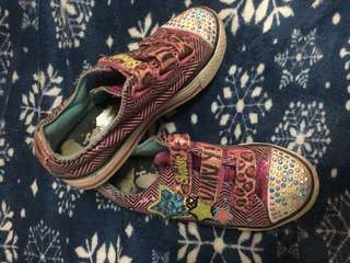 Authentic Sneakers Sanrio HelloKitty & Sketchers
