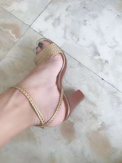 excellent condition Authentic Matc Jacobs gold strappy sandals - 37 - fits 6.5-7