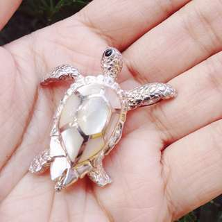 Genuine Mother of Pearl Turtle / Tortoise mounted in 925 Silver Pendant Charm from USA