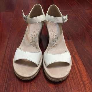 近全新UGG楔形涼鞋 39.5號