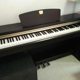 Yamaha Clavinova CLP-220 Digital Piano