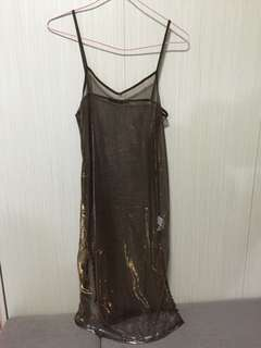 Bershka 全新金屬感吊帶裙