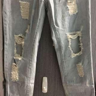🚚 破損牛仔褲
