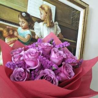 Purple  rose handbouquet