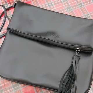✔出清賠售✔全新 黑色流蘇 扁包 方包 側背包 大方包 斜背包 超薄#超取再七折