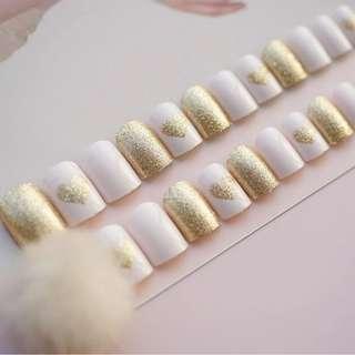 24pcs/Set Middle Long Glitter False Nails Gold Heart Pattern Girls Fingernail Decal Artificial Fake Nails with Glue