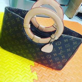 Authentic LV handy bag/ from Us /no papers anymore negotiable