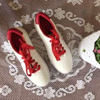 White sporty sneaker