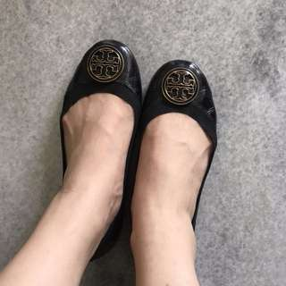 Authentic Tory burch flats (size US 36.5)