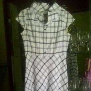 Dress Putih Salur Hitam