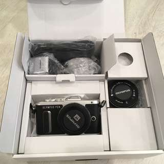 Olypmus E-PL8 Mirrorless Micro Four Thirds Digital Camera with 14-42mm Lens
