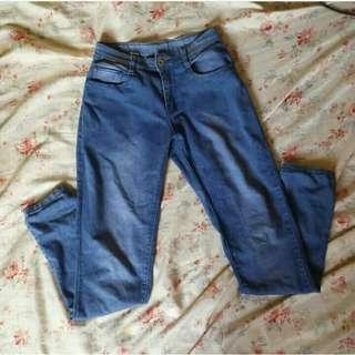 Mid - Waist Boyfriend Jeans