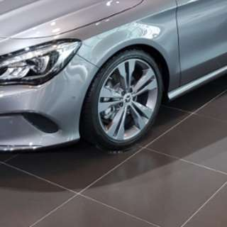 Brand new 18 inch Original mercedes rims and tyres