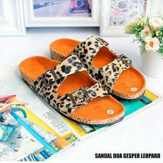 Sandal dua gesper leopard