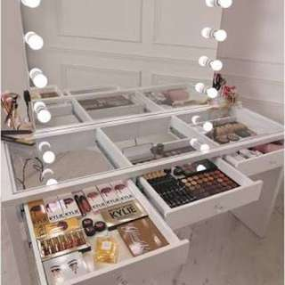 ❗️Super Sale Vanity Table and Mirror Set
