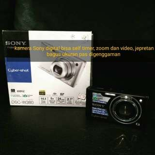 Camera Digital Sony bisa self timer, zoom, video