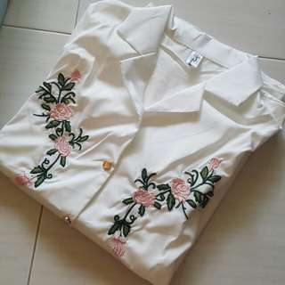 (BNWOT) White Floral Embroidery Blouse