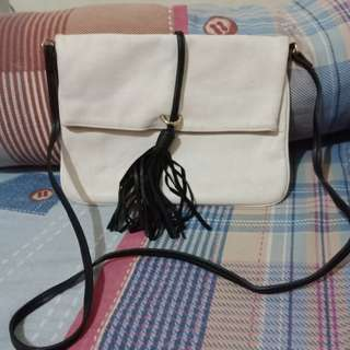 Tas putih / slingbag h&m